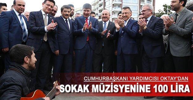 Cumhurbaşkanı Yardımcısı Oktay'dan sokak müzisyenine 100 lira
