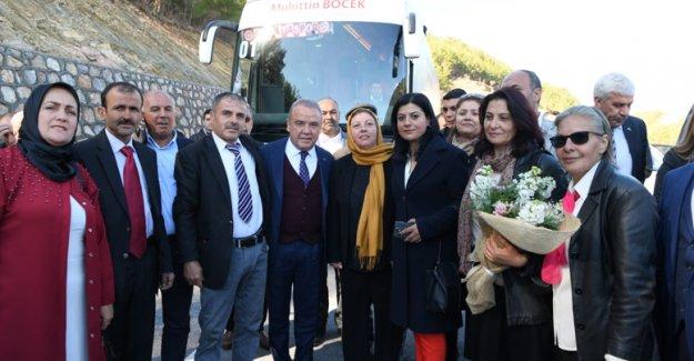 Başkan Böcek, 8 Mart'ı  Gündoğmuş'tan kutladı