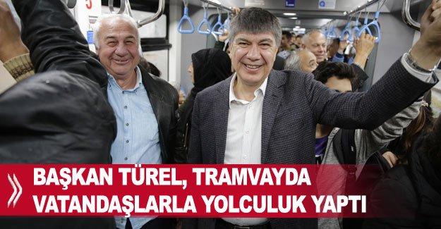 Başkan Türel, tramvayda vatandaşlarla yolculuk yaptı