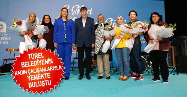 Türel belediyenin kadın çalışanlarıyla yemekte buluştu