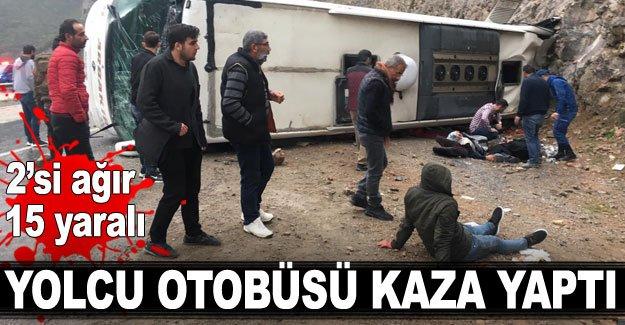 Yolcu otobüsü kaza yaptı: 2'si ağır 15 yaralı