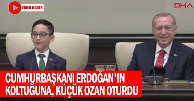 Cumhurbaşkanı Erdoğan'ın koltuğuna, küçük Ozan oturdu