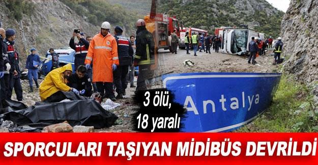 Sporcuları taşıyan midibüs devrildi: 3 ölü, 18 yaralı