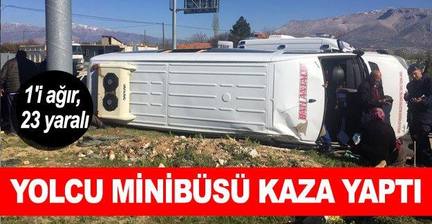 Yolcu minibüsü kaza yaptı: 1'i ağır, 23 yaralı