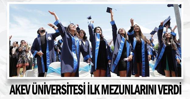 AKEV Üniversitesi ilk mezunlarını verdi
