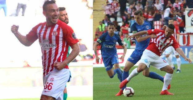 Antalyaspor'u, Doukara ve Mevlüt sırtladı
