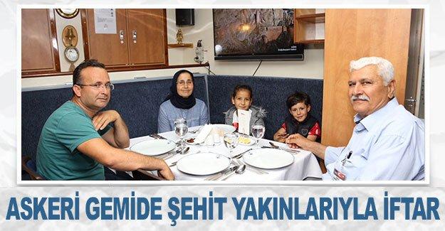 Askeri gemide şehit yakınlarıyla iftar