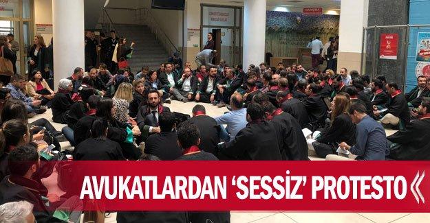 Avukatlardan 'sessiz' protesto
