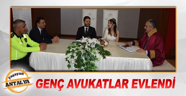 Genç avukatlar evlendi