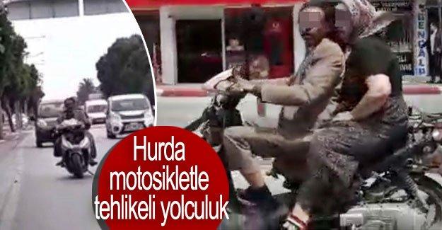 Hurda motosikletle tehlikeli yolculuk