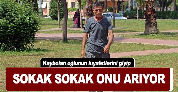 Kaybolan oğlunun kıyafetlerini giyip sokak sokak onu arıyor