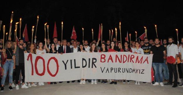 Kıbrıslı gençlerle  19 Mayıs'ı kutladı