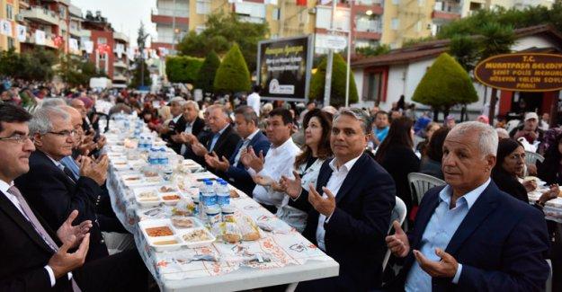 Muratpaşa'dan iftar yemeği