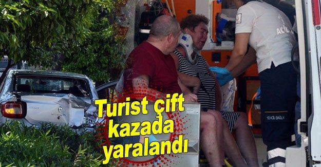 Turist çift kazada yaralandı