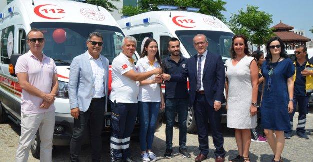 12 yeni ambulans törenle teslim edildi