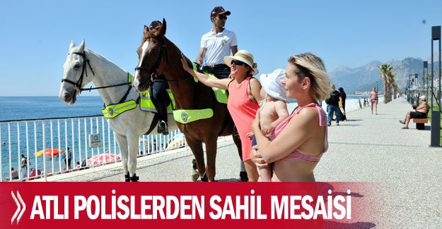 Atlı polislerden sahil mesaisi