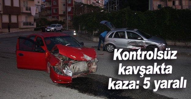 Kontrolsüz kavşakta kaza: 5 yaralı