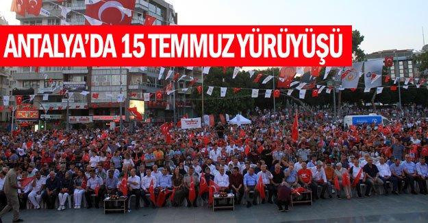 Antalya'da 15 Temmuz yürüyüşü