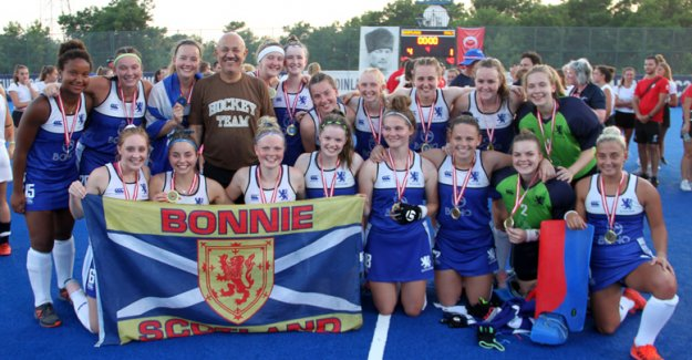İskoçya Avrupa 2 Hokey'de şampiyon