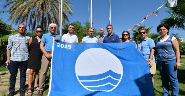 Muratpaşa'nın plajlarında mavi bayrak dalgalanıyor