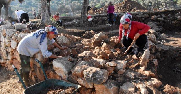 Myra ve Andriake'de kazılar 10'uncu yılında