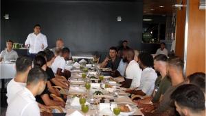 Başkan'dan moral yemeği