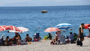 Çöl sıcakları tatilcileri durdurmadı
