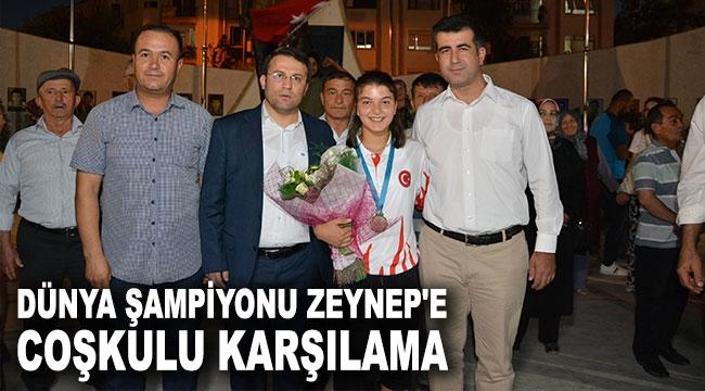 Dünya şampiyonu Zeynep'e coşkulu karşılama