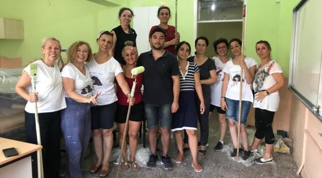 Kadın hekimler okul boyadı
