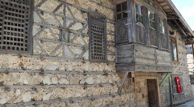 Ormana'nın tarihi düğmeli evleri