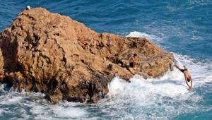 Sivri kayalıklarda tehlikeli serinlik