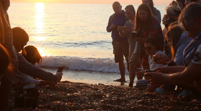 3 bin 640 yavru denizle buluştu