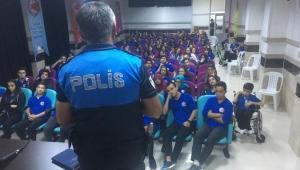 Antalya polisinden Liselilere seminer