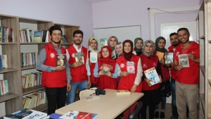 Gençlerin iyilik ağacı kitap açtı