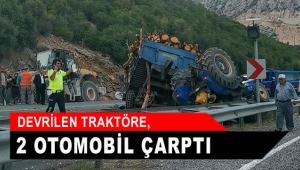 Devrilen traktöre, 2 otomobil çarptı