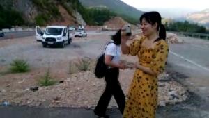 Kaza yapan Çinli turistler bol bol fotoğraf çekti