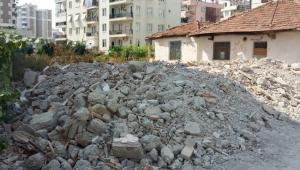 Metruk bina yıktırıldı