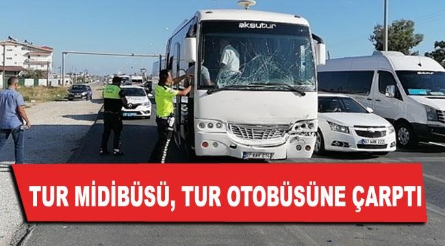 Tur midibüsü, tur otobüsüne çarptı
