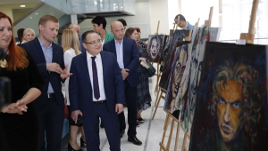 Ukraynalı ressamın sergisine yoğun ilgi