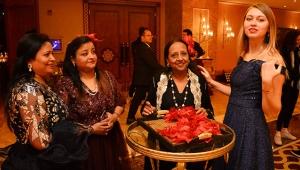 Hintli çiftin milyon dolarlık kutlaması