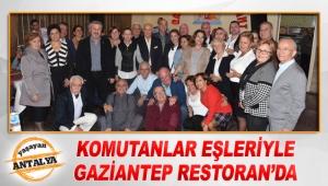 Komutanlar eşleriyle Gaziantep Restoran'da
