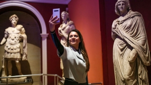 Müzede selfie günü