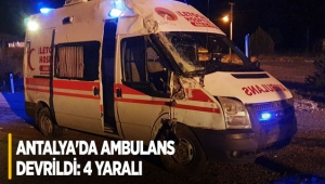 Antalya'da ambulans devrildi: 4 yaralı