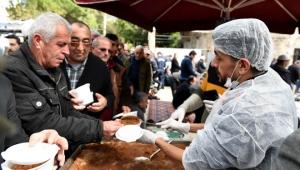 İdlib şehitleri için helva dağıtıldı