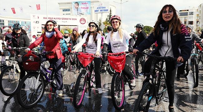 Kadınlar şiddete karşı pedalladı