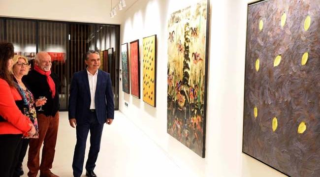 Karakoç'un sergisi Türkan Şoray'da