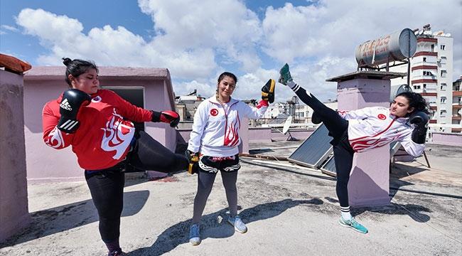 'Altın kızlar' şampiyonalara çatıda hazırlanıyor