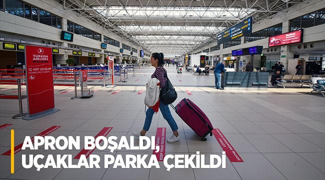 Antalya Havalimanı'nda apron boşaldı, uçaklar parka çekildi