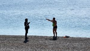 Denize giren Rus turist oteline gönderildi