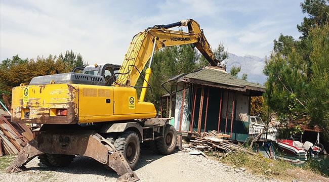Kemer Balıkçı Barınağı'nda yıkım